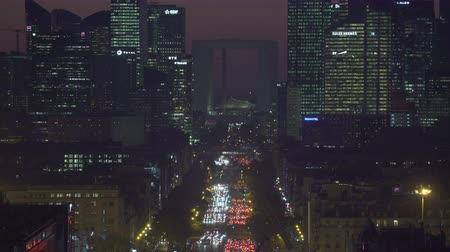 parisli : Paris cityscape. Aerial of traffic on Avenue de la Grande at night. Background with financial buildings - September 2018: Paris, France Stok Video