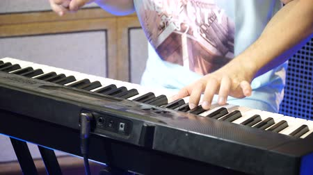deceleration : Electric piano, Actor playing on the keyboard synthesizer piano keys. Musician plays a musical instrument on the concert stage. synthesizer, press the keys, man, artist, note Stock Footage