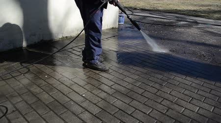temizleme maddesi : man washes yard tiles. Stok Video