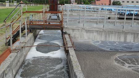 лечение : Modern sewage waste water treatment cleaning plant. aeration basin bubbling. Polluted water cleaning technology. Стоковые видеозаписи