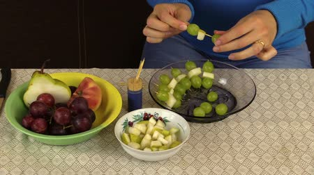 beslenme : pregnant woman girl in blue prepare special dessert from grapes and fruit pieces. Healthy nutrition. Health care.