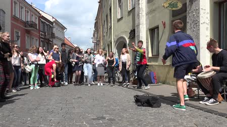 úgy néz ki : VILNIUS, LITHUANIA - MAY 21, 2016: humorist guy acting and smiling people crowd like it in street music day. in street music day event on May 21, 2016 in Vilnius, Lithuania.