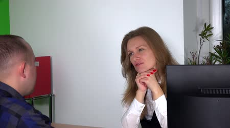 titkár : Lovely business woman talking with her colleague at office
