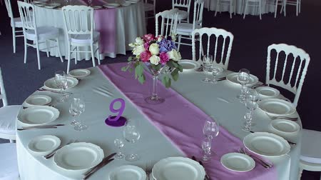 banquete : decor design round table purple lilac stripe in the middle