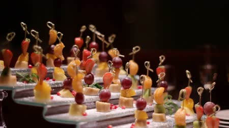 pivoting : skewers of fruit on the holiday table