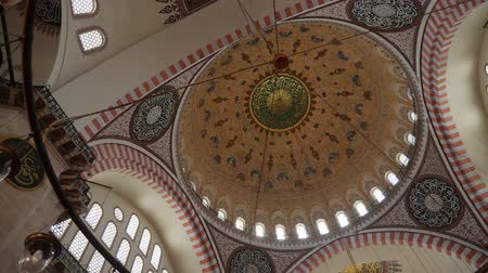 ottomaans : Turkey, Istanbul - 5 June 2019: inner part of the large dome in the structure of the Suleymaniye Mosque on June 5, 2019