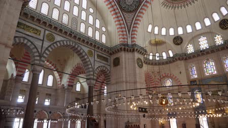 türkisch : Turkey, Istanbul - 5 June 2019: inner part of the large dome in the structure of the Suleymaniye Mosque on June 5, 2019