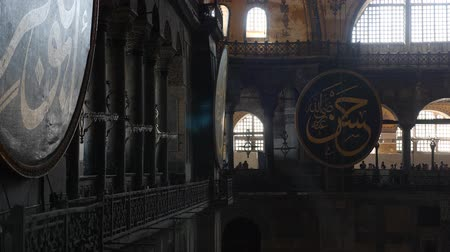 żyrandol : Turkey, Istanbul - 5 June 2019: interior design the interior of the old mosque of Hagia Sophia on June 5, 2019