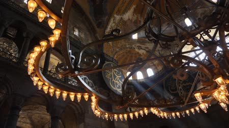 byzantský : Turkey, Istanbul - 5 June 2019: interior design the interior of the old mosque of Hagia Sophia on June 5, 2019