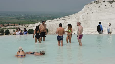 kalcium : Pamukkale, Turkey - 9 June: tourists bathe in natural healing springs June 9, 2019