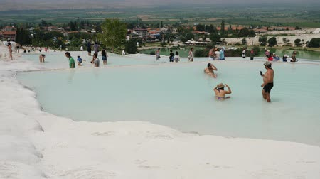 cálcio : Pamukkale, Turkey - 9 June: tourists bathe in natural healing springs June 9, 2019