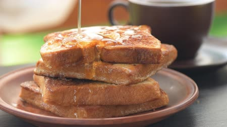 francês : French toasts with honey. Healthy breakfast. Close up. Vídeos
