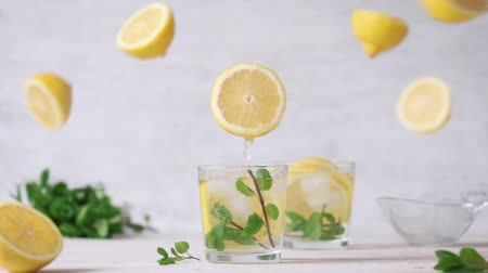 fodormenta : Cinemagraph - Pouring the lemon juice into a glass. Nobody. Living Photo. Lemonade.