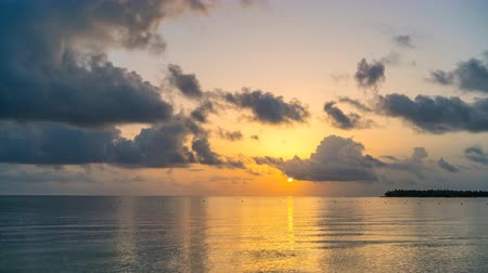 dominicano : Time lapse of beautiful cloudy sunrise over ocean in Dominican Republic