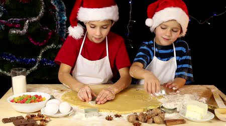 kézzel készített : Two kids cutting the Christmas dough together