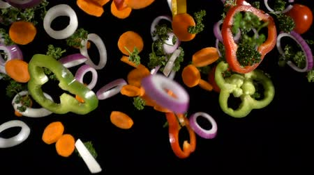 étel : Falling cuts of colorful vegetables, slow motion