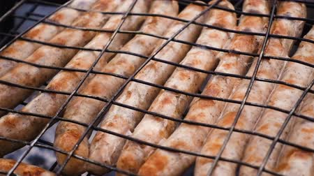 bavorské : hot sausages grilled on the barbecue grid Dostupné videozáznamy