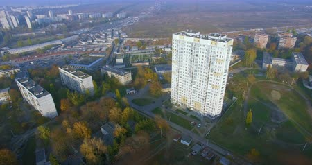 külvárosok : Autumn aerial view to residential area and skyscraper in Kharkiv Stock mozgókép