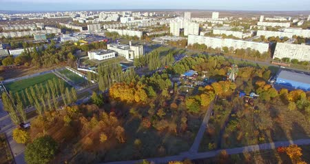 předměstí : Aerial view to residential area and park in Kharkiv, Ukraine
