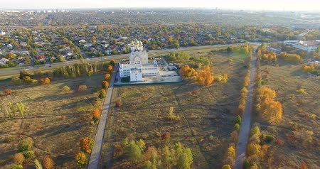 Aerial view to Orthodox church in park in Kharkiv, Ukraine Стоковые видеозаписи
