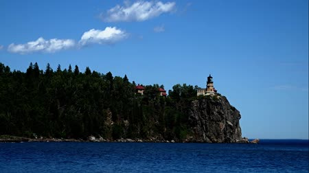 раскол : Split Rock Lighthouse on the north shore of Lake Superior near Duluth and Two Harbors, Minnesota Стоковые видеозаписи