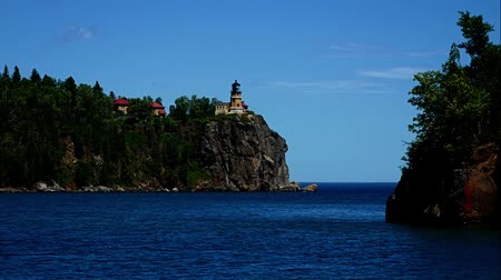 világítótorony : Split Rock Lighthouse on the north shore of Lake Superior near Duluth and Two Harbors, Minnesota Stock mozgókép
