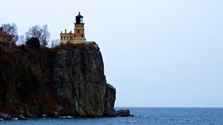 Split Rock Lighthouse on the north shore of Lake Superior near Duluth and Two Harbors, Minnesota. Subtle zoom out. Стоковые видеозаписи