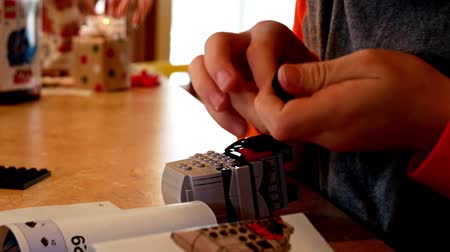 pré escolar : Hands of caucasian boy child carefully building with colorful plastic toy building blocks. Stock Footage