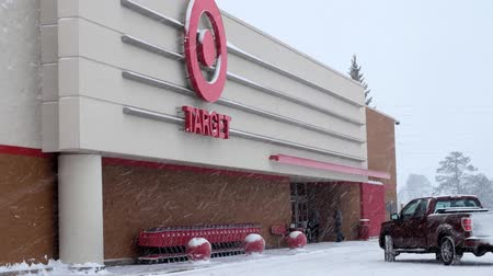 BEMIDJI, MN - 27 DEC 2018: Entrance to Target retail store during a winter snow storm in northern Minnesota. Стоковые видеозаписи