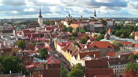 europeu : Zoom aerial panorama of Tallinn, Estonia Vídeos