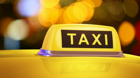 řidič : Macro view of yellow taxi sign on car in evening or night city street outdoors