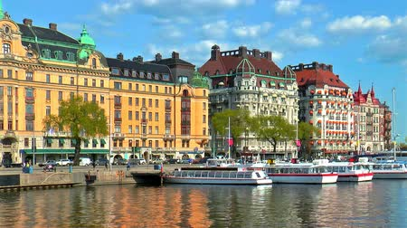 estocolmo : Scenic summer panorama of the Old Town (Gamla Stan) pier architecture in Stockholm, Sweden