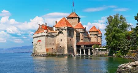 turizm : Scenic summer view of the old ancient medieval architecture on Geneva Lake near Montreux, Switzerland Stok Video