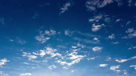 meteorologia : Timelapse clouds on a blue sky