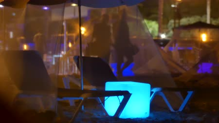 party beach : Bar en plein air sur la plage, en Espagne