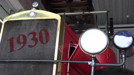 só : 1930 red fire truck front view