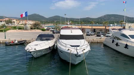 barco : Yachts in the port of Grimaud