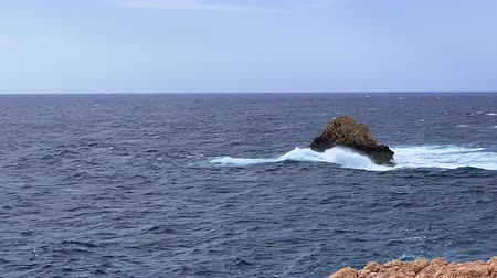 Майорка : waves at sea near a rocky bay in Mallorca