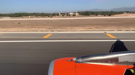 moscas : from the airplane window you can see the turbine and the surface Stock Footage