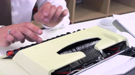strojopis : Office worker writes on a typewriter