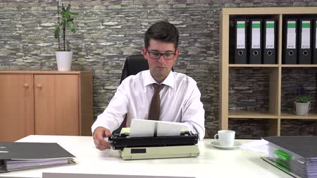 журналистика : secretary is typing at a table with a cup of coffee in the workplace Стоковые видеозаписи
