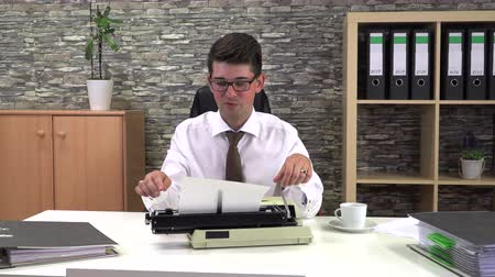 strojopis : secretary is typing at a table with a cup of coffee in the workplace Dostupné videozáznamy