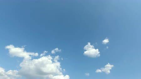 озон : Timelapse of blue sky with cloud. Its good weather and good time for travelling on holiday.