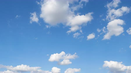 ozón : Timelapse of blue sky with cloud. Its good weather and good time for travelling on holiday.