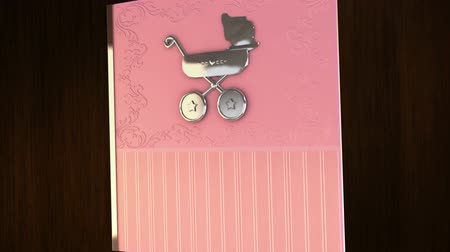 meninas : Tell your story with this baby girl album that opens and closes with a green chroma key