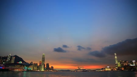 kerület : Skyline of Hong Kong at sunset.