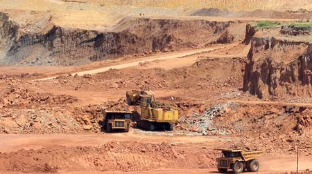 guba : Mining dump trucks and excavators