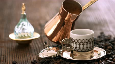 kahve molası : Turkish coffee on wooden table Stok Video