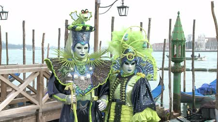 karnaval : Masked couple in venice on carnival