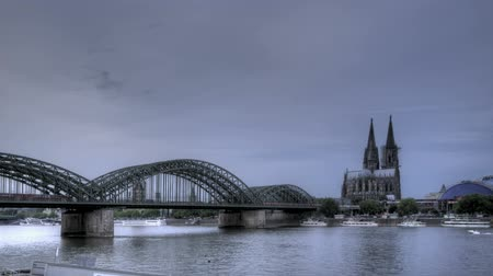 köln : HDR Time lapse Riverside view of the Cologne Cathedral and railway bridge over the Rhine river, Germany